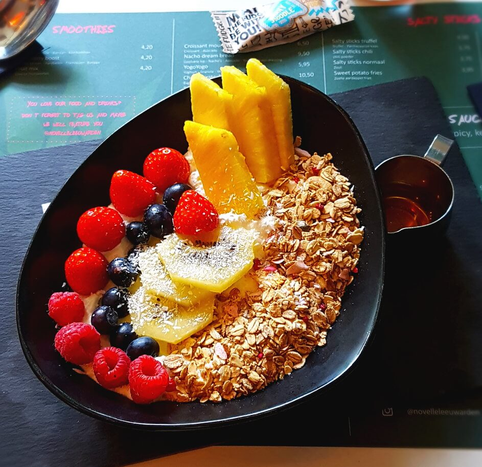 Fruchtige Bowl mit Granola im Novelle Leeuwarden