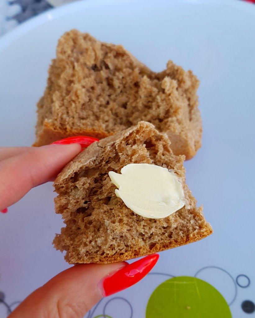Dinkelbrötchen mit Butter