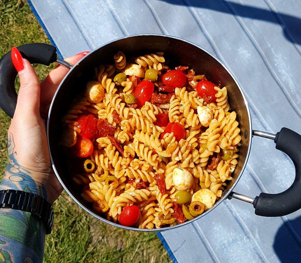Camping Nudelsalat Rezept mediterran