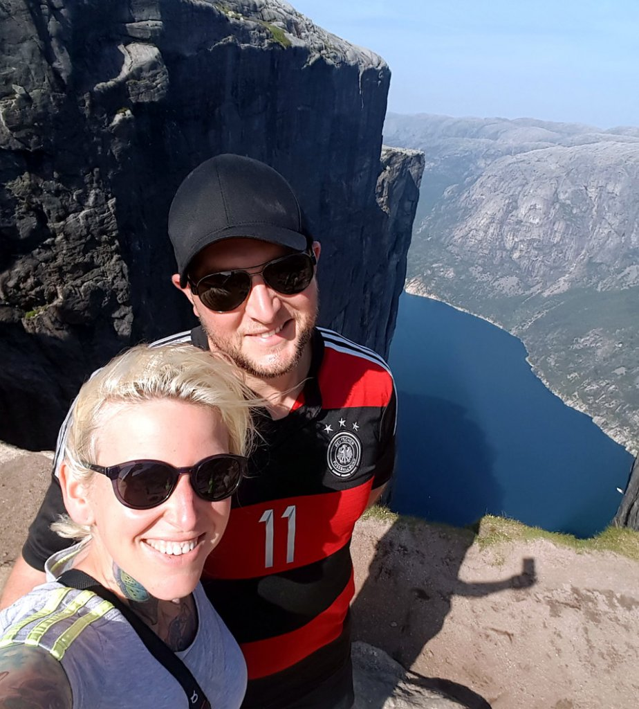 Kjerag Hikingcouple
